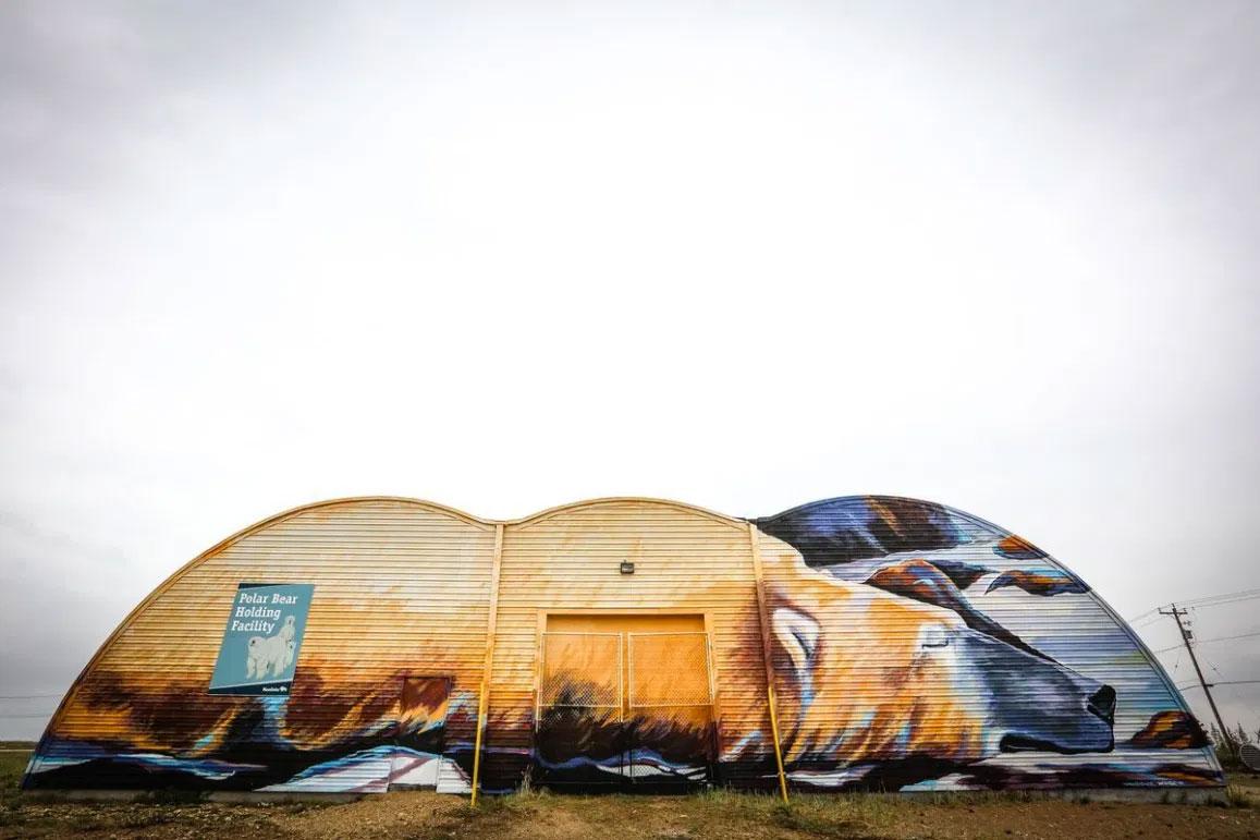 Kal Barteski mural on Polar Bear Jail in Churchill.
