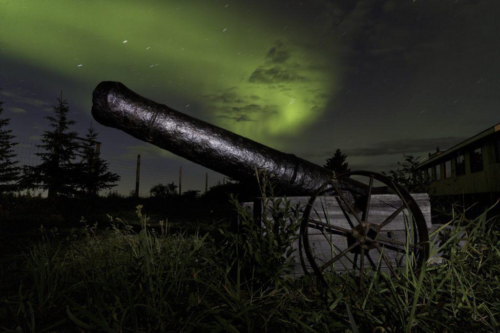 Aurora. Canon. Nanuk Polar Bear Lodge. Charles Glatzer photo.